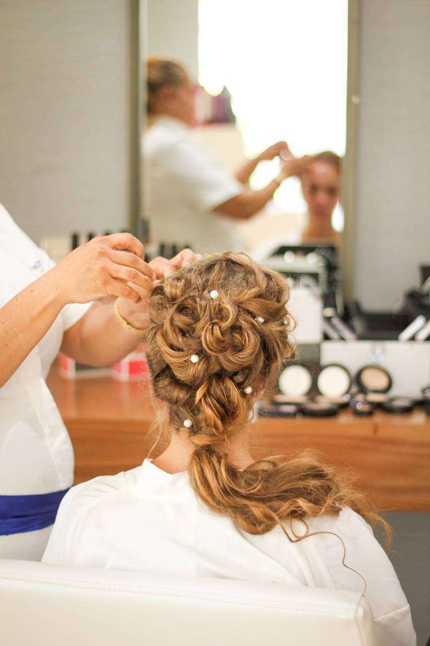 /static/uploads/users/588/thumbnails/downloads/bride-getting-her-hair-done-1536356x400.jpeg